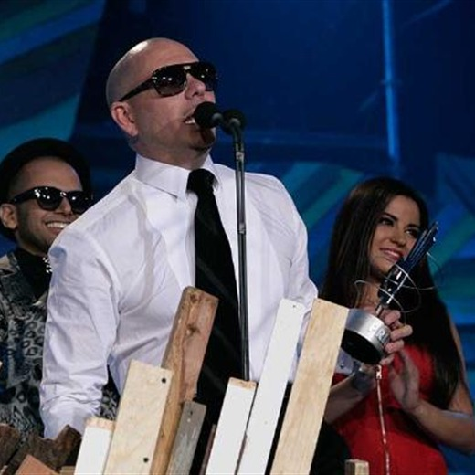 Pitbull y Jesse & Joy ganadores