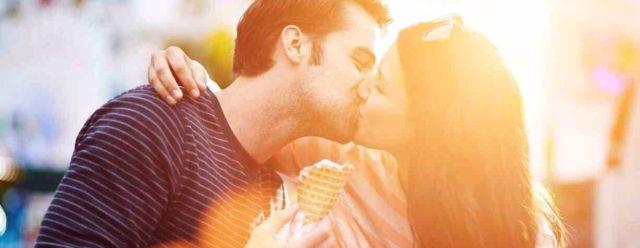 Como besa tu chico según su signo