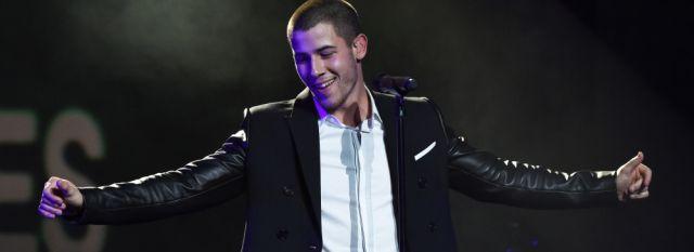 La incómoda situación de Nick Jonas en la alfombra roja