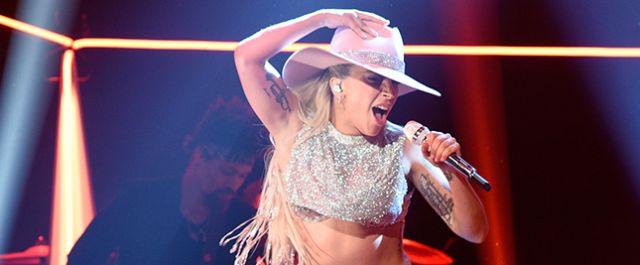Lady Gaga en vivo en SNL!