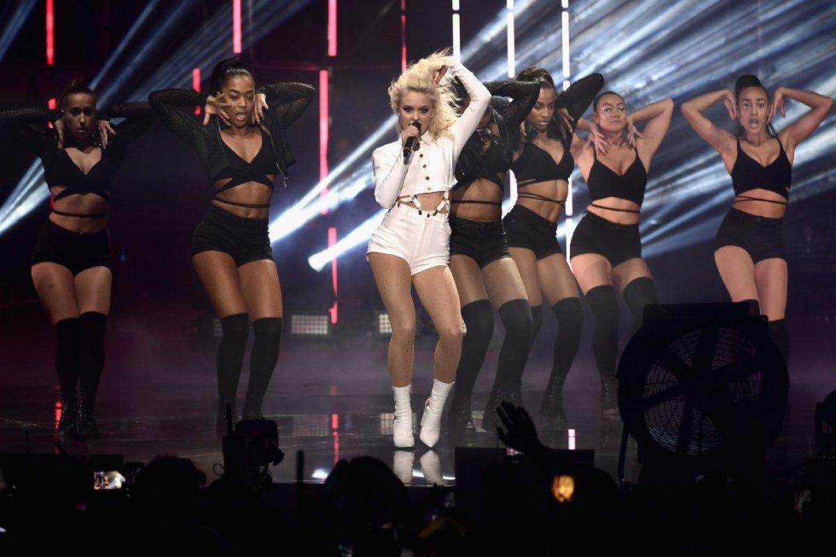 Zara Larsson brilló arriba del escenario