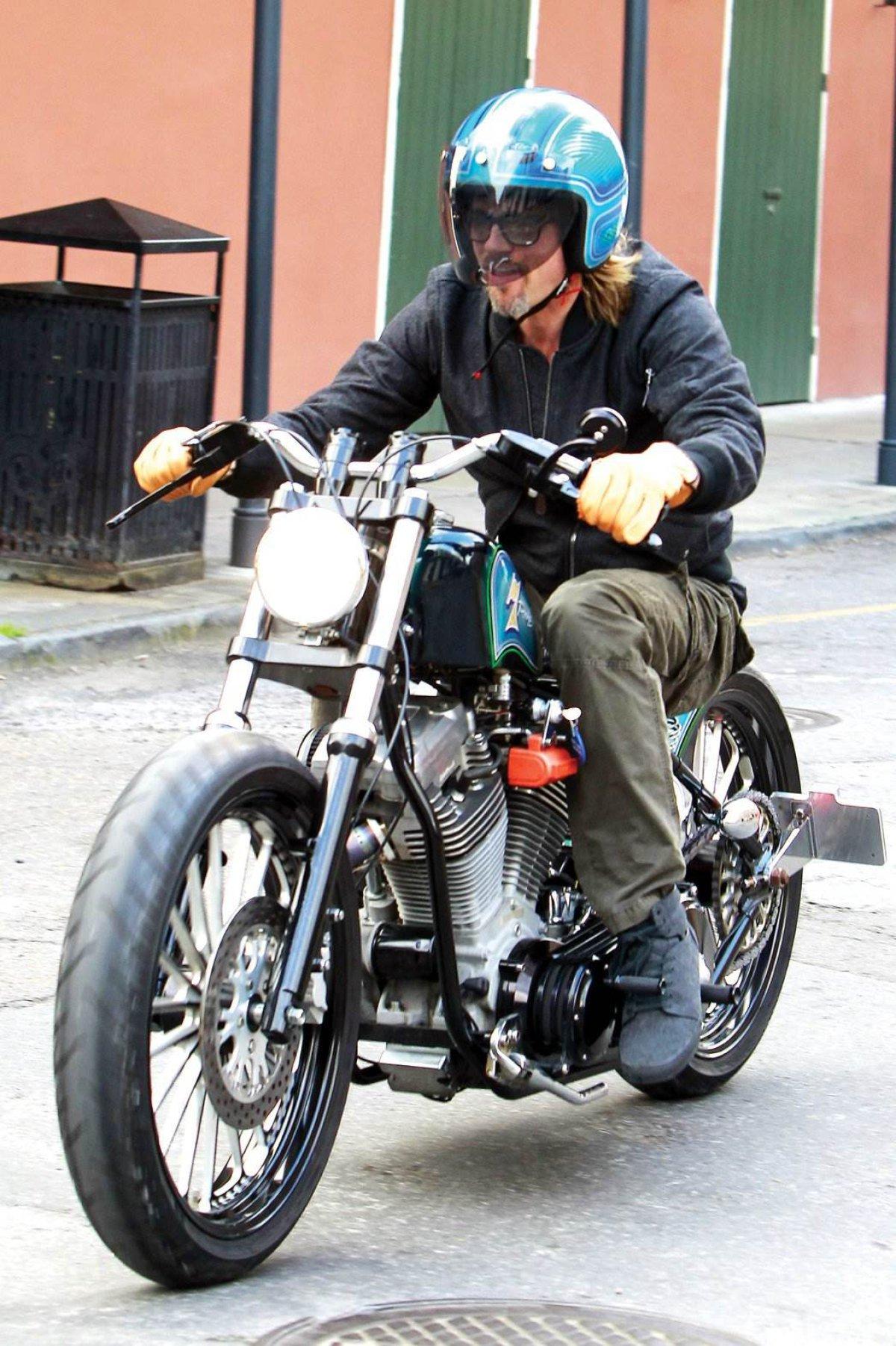 Brad Pitt colecciona motos, tiene unas 15!