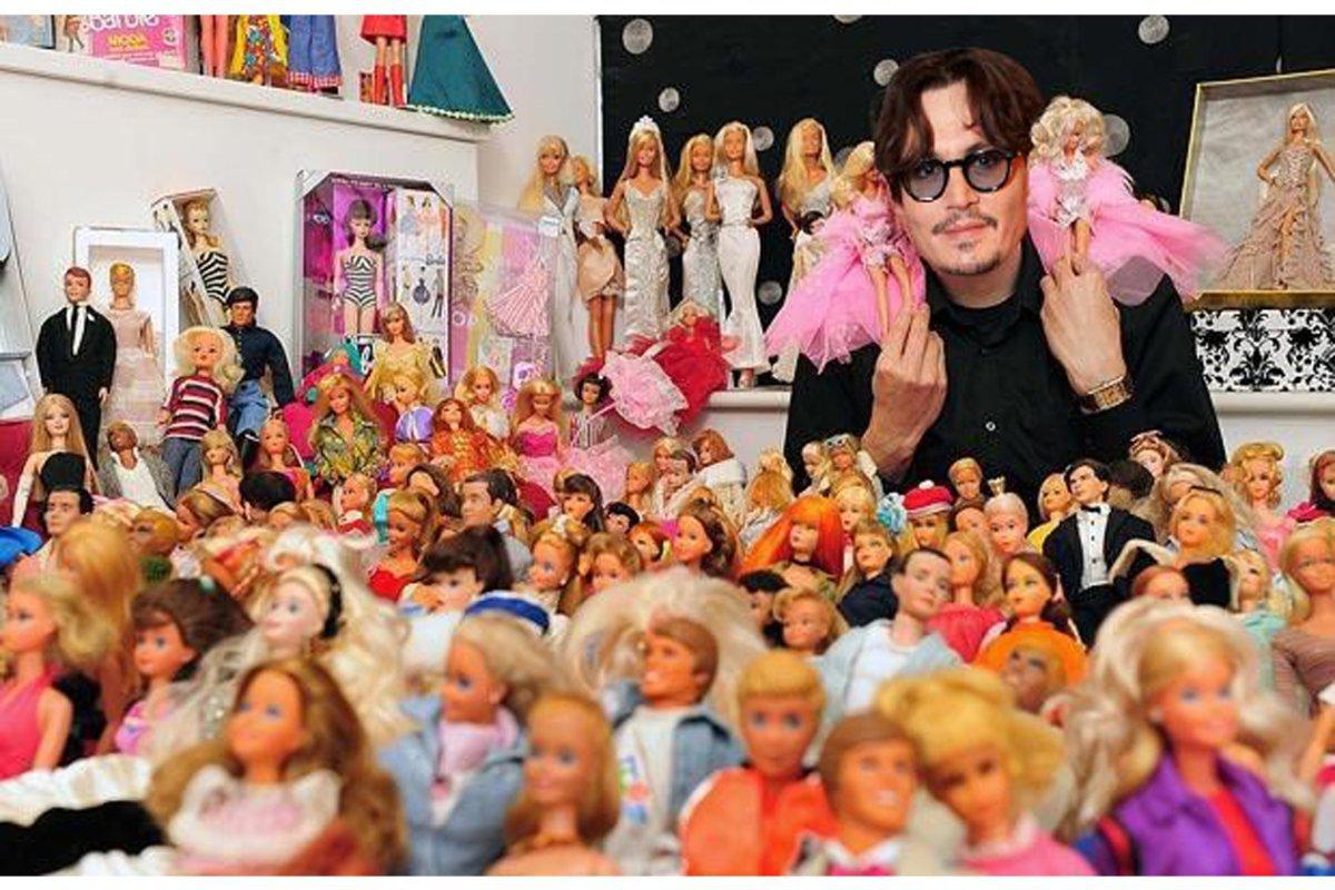 Johnny Depp tiene una extraña colección de muñecas Barbie