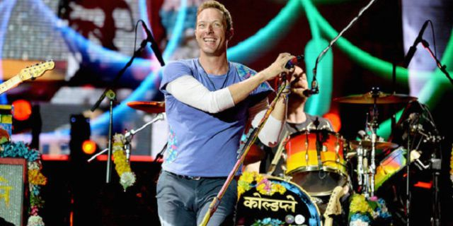 Chris Martin, vocalista de Coldplay, se contagia con el ritmo de Shakira