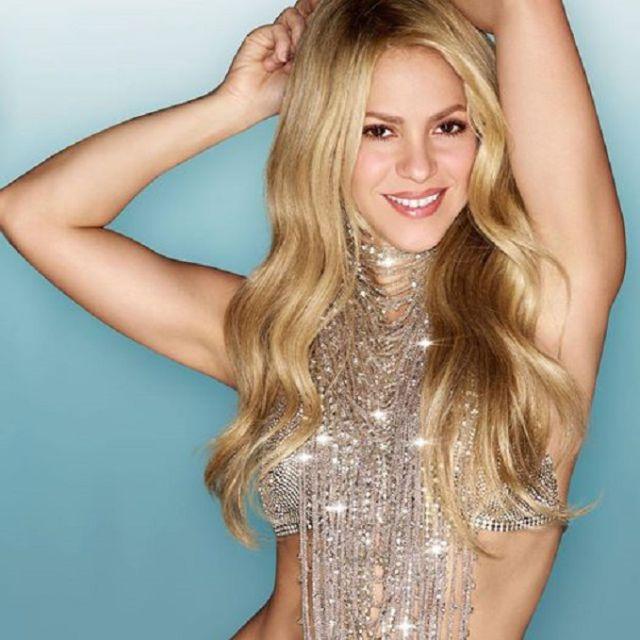 Critican a Shakira por edición de foto