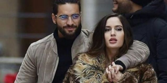 Maluma y Natalia Barulích se dan beso de telenovela