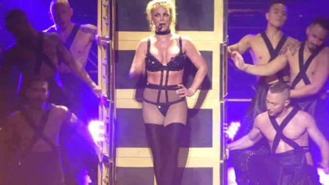Britney Spears sufrió penoso descuido con su vestuario en pleno concierto