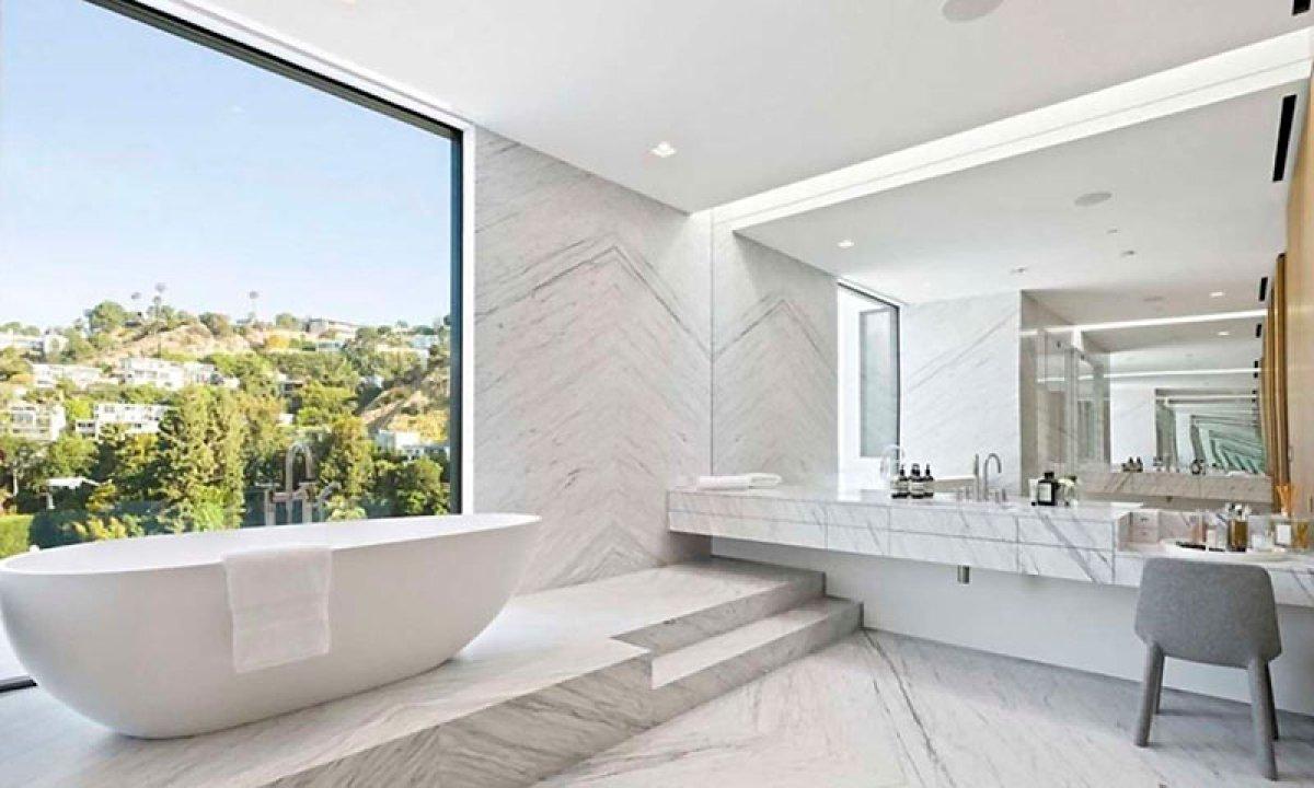 La increíble y moderna mansión de Ariana Grande en Hollywood
